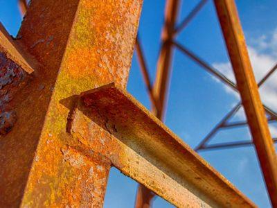 Corrosión en estructuras metálicas | Esmeteva